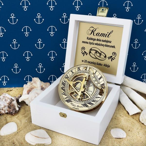 co kupić mężowi na rocznicę ślubu grawerowany kompas w pudełku