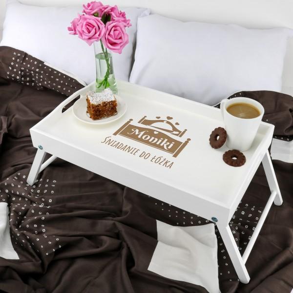 drewniany stolik śniadaniowy z personalizacją na na urodziny dla dziewczyny