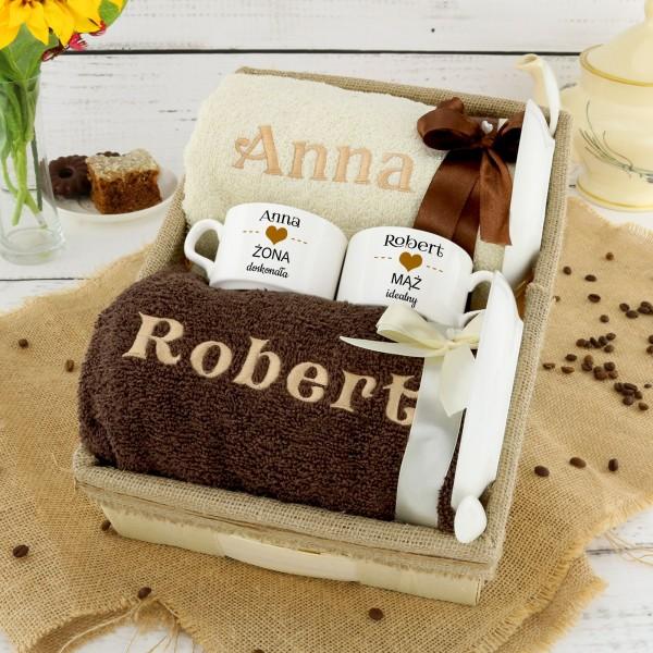 Co kupić na rocznicę ślubu cioci i wujka? ręczniki i filiżanki z personalizacją