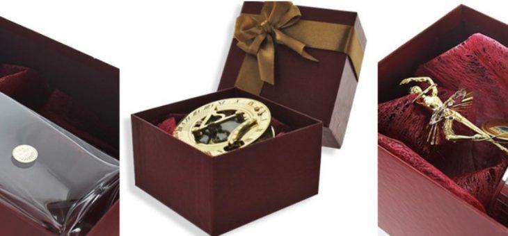 Opakowanie na prezent – pudełka drewniane i tekturowe