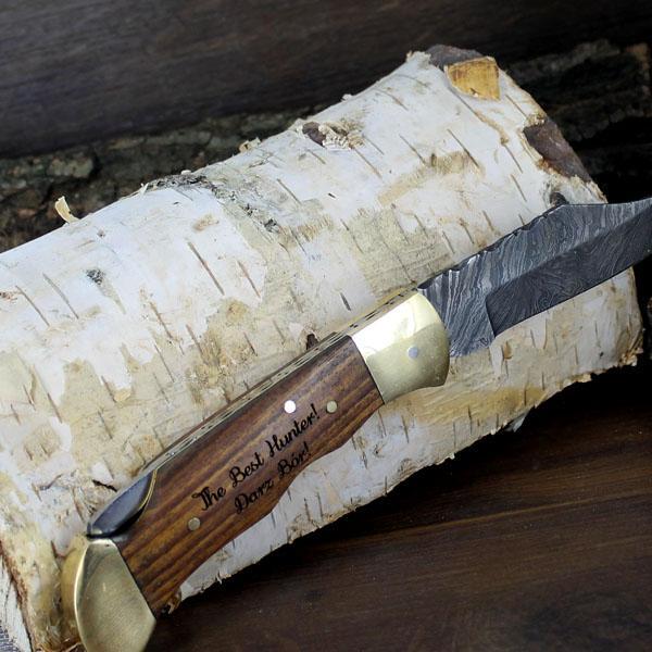 Nóż ze stali damasceńskiej z grawerem