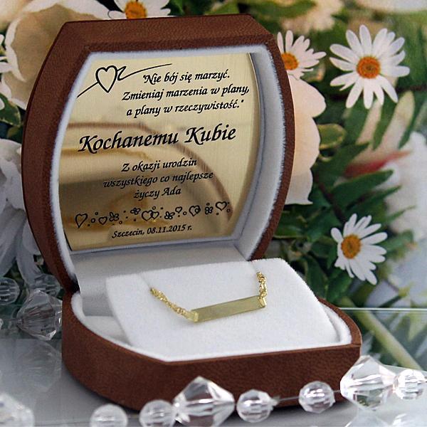 Złota bransoletka w ozdobnym pudełeczku z wygrawerowaną dedykacją