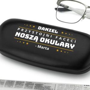 nadruk personalizacji na etui na okulary na prezent dla chłopaka na walentynki