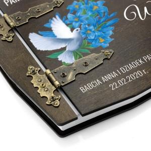 Album na zdjęcia w drewnianej oprawie na pamiątkę chrztu świętego dla dziecka