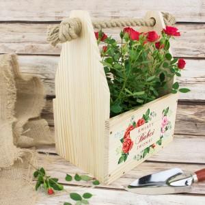 drewniana doniczka na kwiaty z nadrukiem i sznurowym uchwytem na prezent dla babci na święta