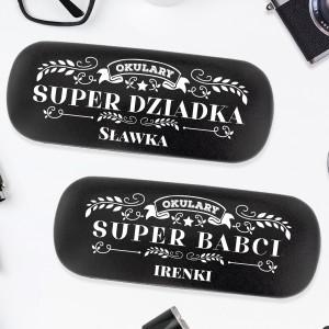 nadruk personalizacji na czarnych etui na okulary na prezent dla babci i dziadka
