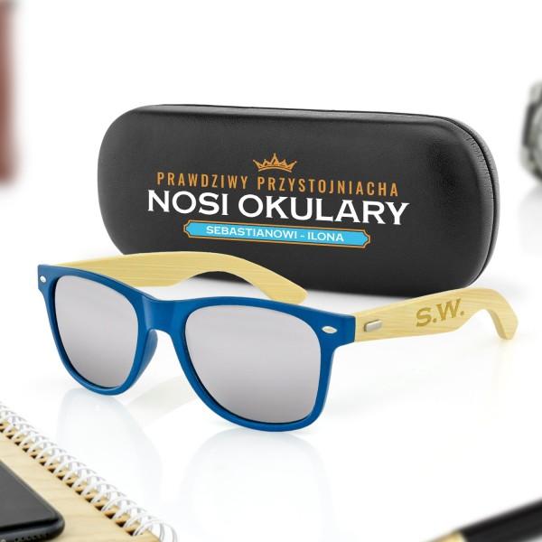 niebieskie okulary przeciwsłoneczne i etui z nadrukiem na prezent dla niego