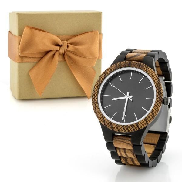 pudełko prezentowe i drewniany zegarek na prezent dla męża