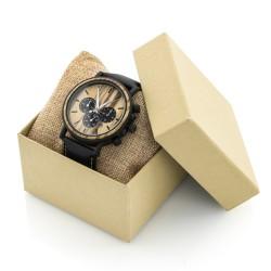 drewniany zegarek na poduszeczce w pudełku prezentowym na prezent dla chłopaka na urodziny