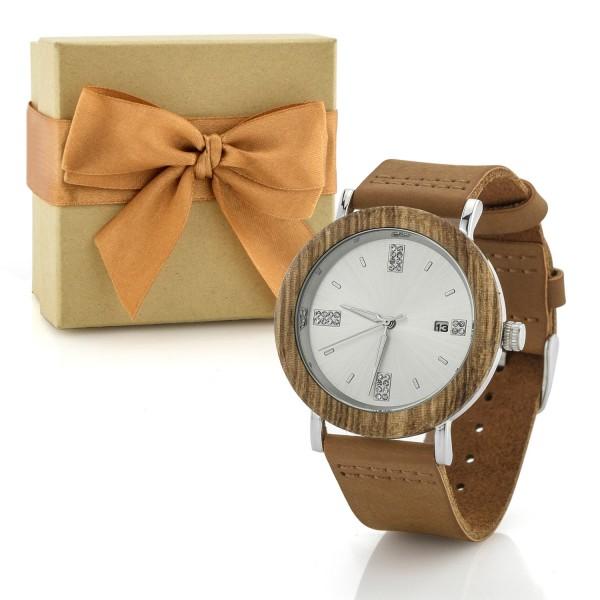 pudełko prezentowe i drewniany zegarek na prezent dla żony