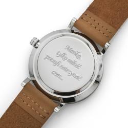grawer dedykacji na drewnianym zegarku na prezent dla żony na walentynki