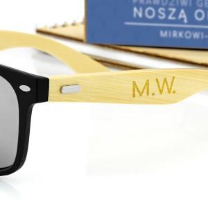 czarne okulary przeciwsłoneczne z grawerem personalizacji na prezent dla brata na święta