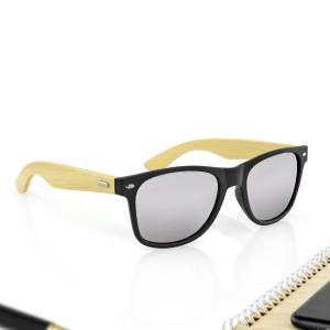 czarne okulary przeciwsłoneczne na prezent dla narzeczonego na walentynki