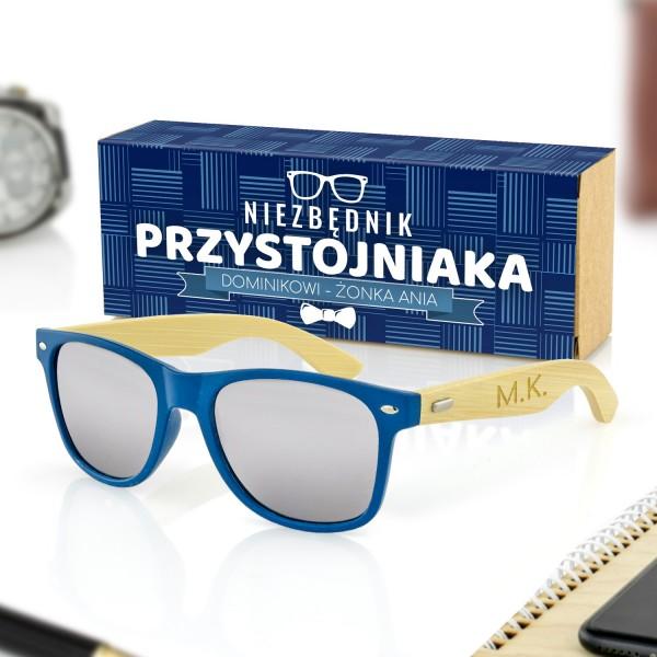 niebieskie okulary przeciwsłoneczne i pudełko w obwolucie na prezent dla męża na urodziny