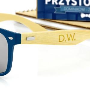 niebieskie okulary przeciwsłoneczne z grawerem personalizacji na prezent dla męża na walentynki