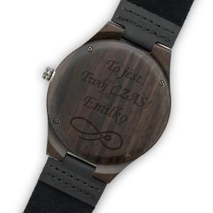 grawer dedykacji na drewnianym zegarku na prezent dla córki