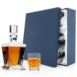 karafka i szklanka oraz pudełko prezentowe dla pary młodej