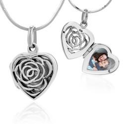 srebrny sekretnik w kształcie serca z grawerem i zdjęciem na prezent dla babci na urodziny