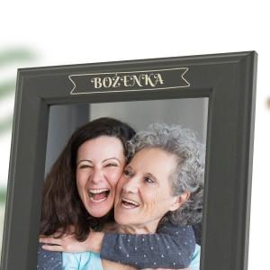 ramka na zdjęcia z grawerem personalizacji na prezent dla babci na urodziny