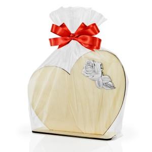 statuetka serce z grawerem zapakowana w celofan ze wstążką na prezent na dzień babci i dziadka