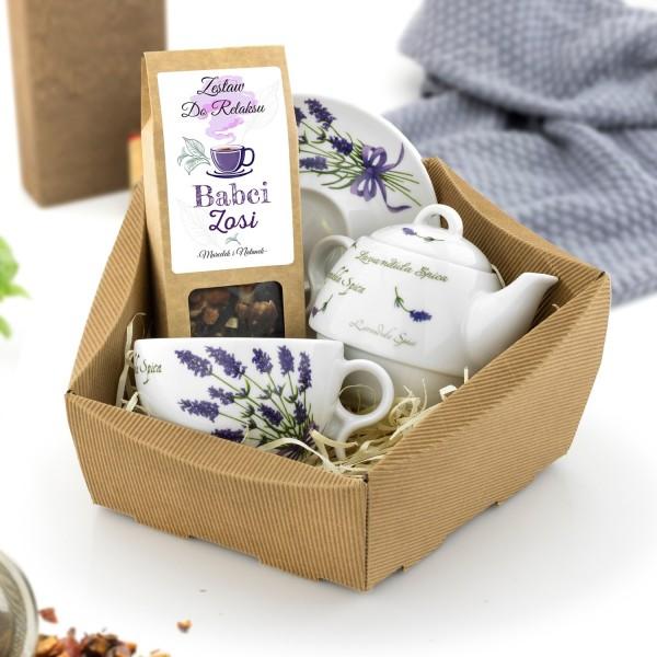 zestaw herbaciany w koszu kartonowym na dzień babci