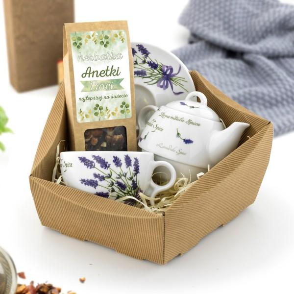 zestaw herbaciany w koszu kartonowym dla cioci na urodziny
