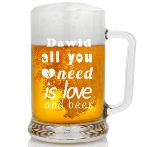 grawer dedykacji na kuflu do piwa na upominek urodzinowy dla ukochanego