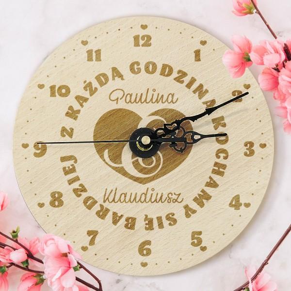 zegar z grawerem na upominek walentynkowy dla pary