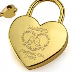 grawer personalizacji na złotej kłódce miłości na walentynki dla żony
