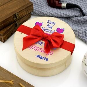 Pomysł na prezent dla chłopaka - cukierki w drewnianym pudełku z personalizacja