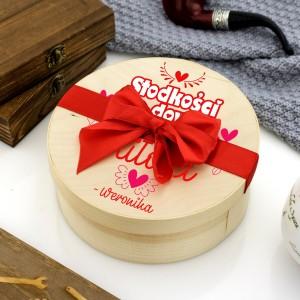 Drewniane pudełko z nadrukiem personalizacji na prezent na walentynki dla ukochanego