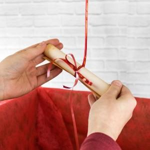 do balonika przytwierdzony jest personalizowany list miłosny