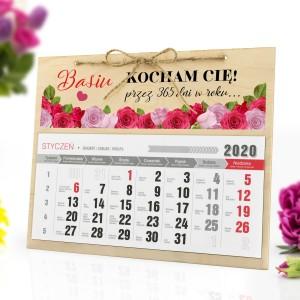 personalizowany kalendarz z kolorową grafiką sprawdzi się jako prezent na wiele okazji