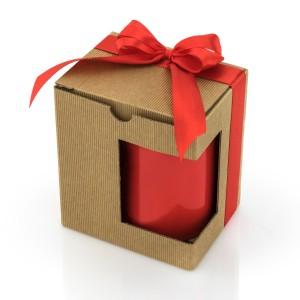kubek zapakowany w dekoracyjne pudełko na prezent