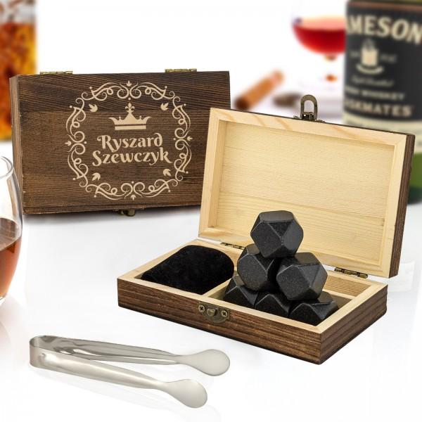 Granitowe kosci do whisky chłodzące w skrzynce z grawerem