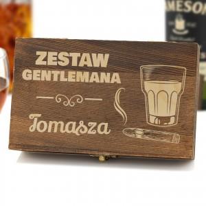 grawer z imieniem na drewnianej szkatułce na prezent