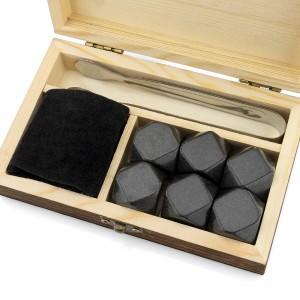 zestaw 6 kamieni do whisky, szczypce i woreczek w drewnianej szkatułce