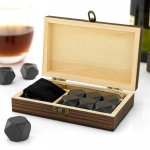 skrzynka z grawerem imienia  z chłodzącymi kamieniami do whisky na prezent
