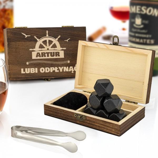kamienie chłodzące whisky w grawerowanym pudełku sosnowym