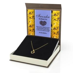 pozłacany naszyjnik wykonany ze srebra, zawieszka w kształcie serca w dekoracyjnym pudełku z nadrukiem dedykacji