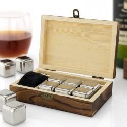 kostki stalowe do whisky w skrzynce drewnianej