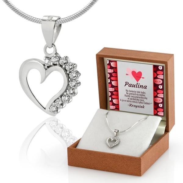 serduszko srebrne z kamykami na łańcuszku w pudełku z personalizacją na prezent dla kobiety