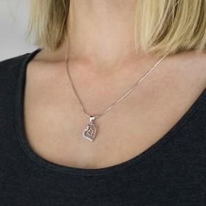 srebrne serduszko z cyrkoniami na łańcuszku na prezent dla niej