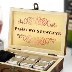 stalowe kostki do whisky z grawerem nazwiska