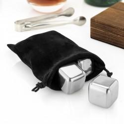 kostki chłodzące do alkoholi w czarnym woreczku
