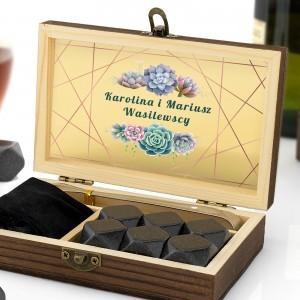 szkatułka z kostkami  granitowymi do alkoholi z nadrukiem imion i nazwiska
