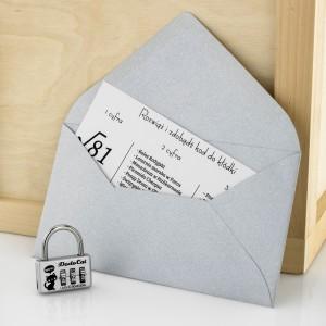 Kłódka i zagadka do rozwiązania potrzebna do otworzenia boksu prezentowego