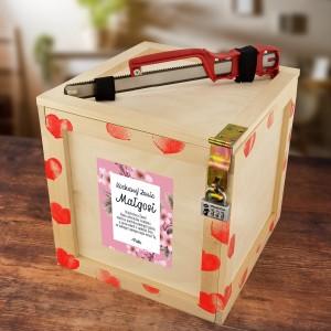 Box prezentowy otwierany na kod lub za pomocą piłki do metalu