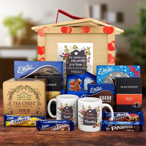 Box upominkowy na parapetówkę - kubki z imieniem, kawy i zestawy słodyczy