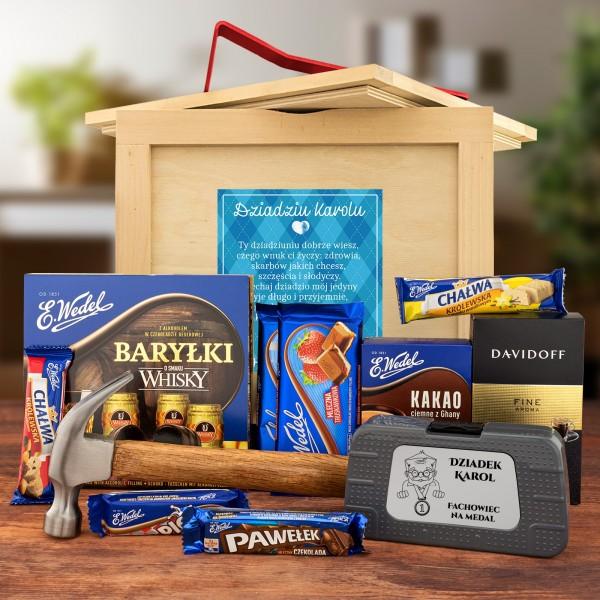 Drewniany box niespodzianka dla dziadka słodycze i skrzynka z narzędziami